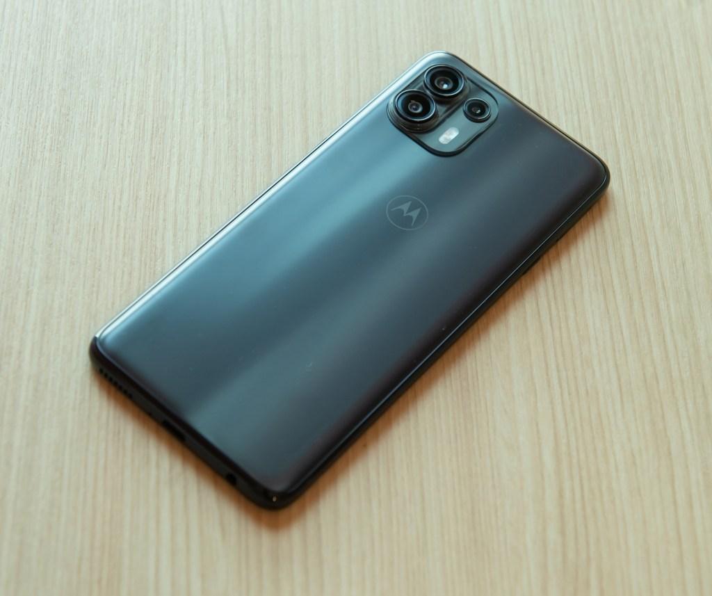 Motorola-edge-20-fusion,8GB128GB版本建議售價NT9990元;搭配台灣大哥大指定5G方案手機只要NT0元起。