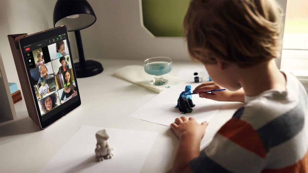 不論在家使用或外出,第 9 代 iPad 提供使用者更多元化的工作、學習和聯繫方式。