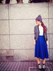 カーデ×'青スカート
