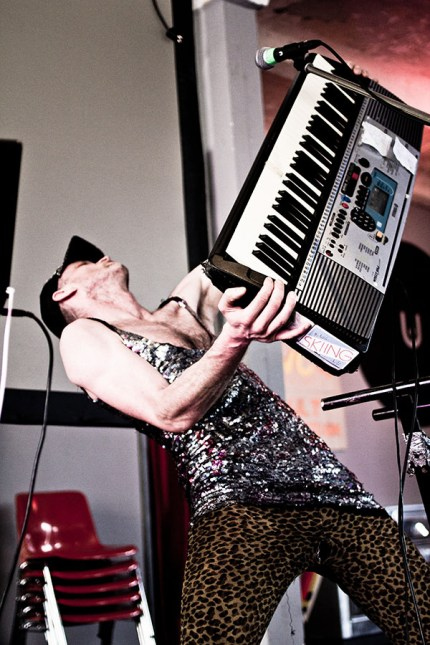 Foto: Sänger schleudert Keyboard