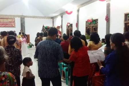 Bhabinkamtibmas Pam Perayaan Natal Gereja GPDI Jemaat Imanuel di Ds. Campaloga Kec. Tommo