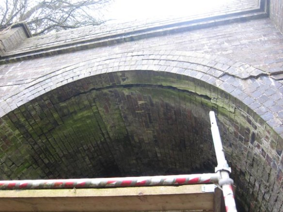 Western end - a wide crack between the brick arch of the entrance and the tunnel roof