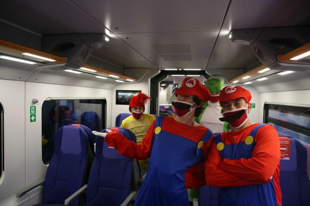 Due Super Mario sul nuovo treno regionale Rock brandizzato