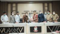 Foto saat penyerahan rekomendasi IKA Unhas ke DPRD Kota Makassar