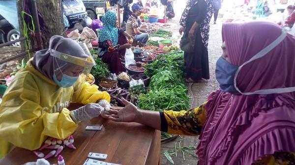 Pelaksanaan rapid test massal di sejumlah tempat umum di Kabupaten Bantaeng