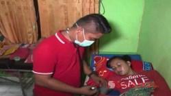 Salah satu pasien dari Kecamatan Toari, Kabupaten Kolaka diduga keracunan makanan yang disantap di acara pesta pernikahan yang masih dirawat di Puskesmas setempat. (Foto: Mirwan/SULTRAKINI.COM)