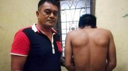 Pelaku pencurian diamankan di Polsek Baruga, setelah diamuk warga, Minggu (19/8/2018). (Foto: Wayan Sukanta/SULTRAKINI.COM)