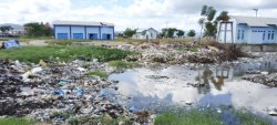 Tumpukan Sampah di Pasar Mekongga Kolaka Mulai Dibersihkan