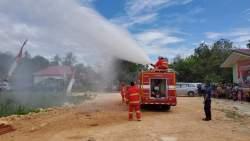 Pemda Busel Serahkan Satu Unit Mobil Pemadam Kebakaran pada Peresmian Pasar Sampolawa