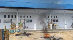 Sejumlah ruangan gedung Kampus Unusra disegel Mahasiswa (Foto: Riswan/SULTRAKINI.COM)