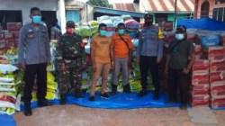 Penyaluran bantuan sembako oleh PT WIN dan PT Pandu Urane Perkasa (Foto: Afdal/SULTRAKINI.COM)