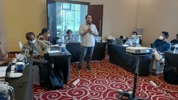 AMSI Secretary General, Wahyu Dyatmika at the Training of Trainers event to prepare materials, curriculum and training modules for Strengthening the Online Media Business.