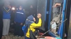 Suasana dapur umum di pengungsian warga yang disediakan Dinsos Sultra (Foto: Al Iksan/SULTRAKINI.COM)