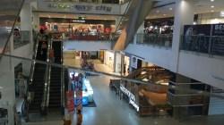 Suasana di dalam Lippo Plaza Kendari pasca PPKM Mikro dimulai. (Foto: Al Iksan/SULTRAKINI.COM)