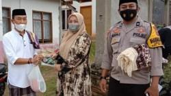 Relawan ASR saat membagikan masker (Foto: Ist)