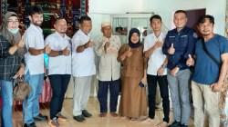 Pengurus DPD REI Sultra saat menemui ayah Apriyani Rahayu, Amiruddin P dikediamannya Kabupaten Konawe. (Foto: Ist)