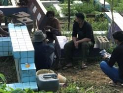 Berbagi Dihari Kemerdekaan, ASR Kendari Beri Insentif Penggali Kubur di TPU Punggolaka