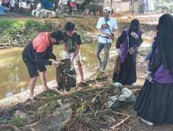 World Cleanup Day: Relawan Pegiat Lingkungan Sasar Enam Tempat di Kota Kendari Bersihkan Sampah