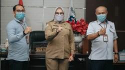 Dari kanan: Kepala Perwakilan Ombudsman RI Sultra Mastri Susilo, Wakil Bupati Wakatobi Ilmiati Daud, dan Asisten Ombudsman di Kabupaten Wakatobi, (Foto: Ist)