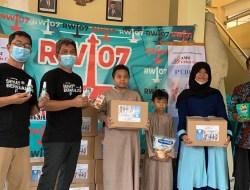 Pandemi Covid-19, AMSI Crisis Center Bagikan Paket Kesehatan pada Warga