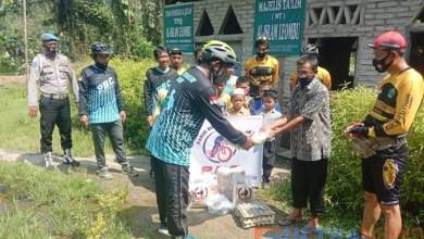 Photo of Komunitas Sepeda PBC Berbagi Sembako dengan Anak Santri di Kolut