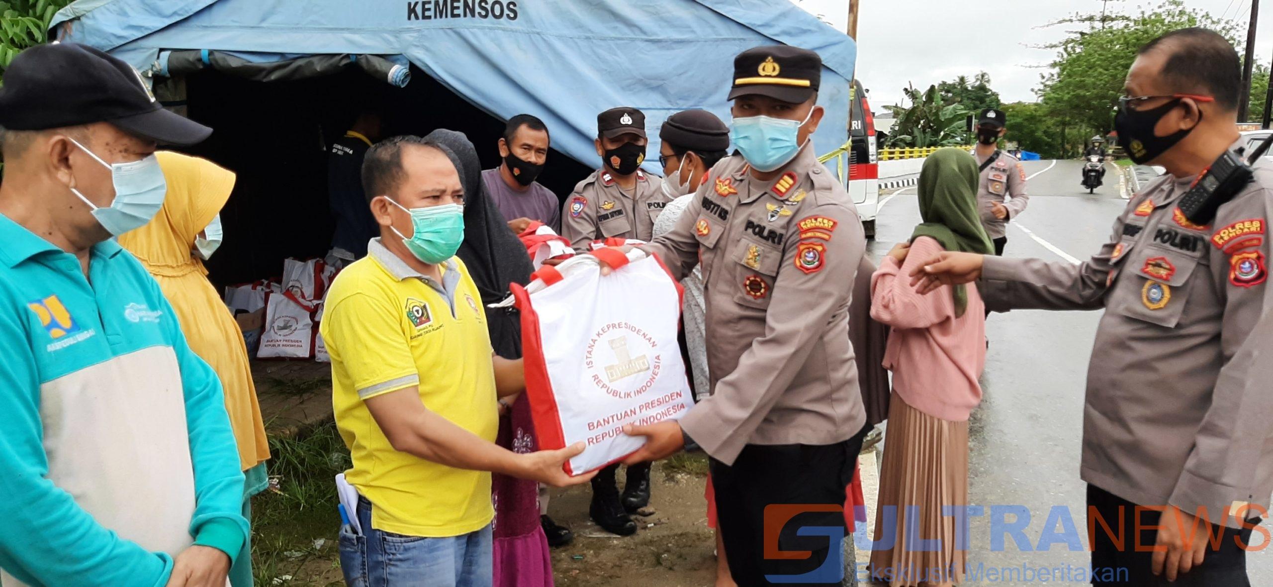 Polsek Baruga Salurkan Paket Bantuan Presiden untuk Korban Banjir Kali Wanggu