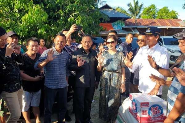 Walikota Bersama Ketua Komisi IX DPR RI, Serahkan Bantuan Korban Banjir Bandang di Bolmong dan Bolmut