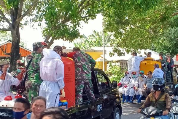 Gandeng TNI, FKDM Lakukan Penyemprotan 3000 Rumah di Manado Utara