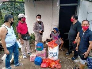 Oma Nona Senang Dapat Bantuan Sembako dari Pemprov Sulut