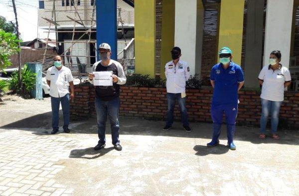 Bantu APD ke Para Medis, Dua Pekan James Karinda Pimpin FKDM Semprot Disinfektan Seluruh Manado