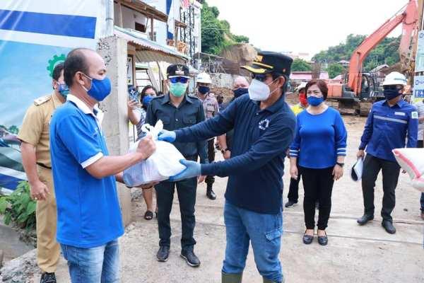 Monitoring Pembangunan RSUD Kota Manado,Walikota GSVL Juga Pantau TPA Sumompo dan Bagikan Makanan Kotak