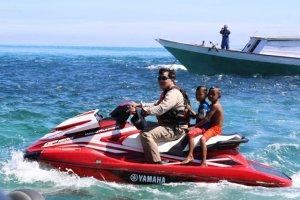 Ajak Anak Pulau, Bersama Wagub Kandouw Main Jet Ski