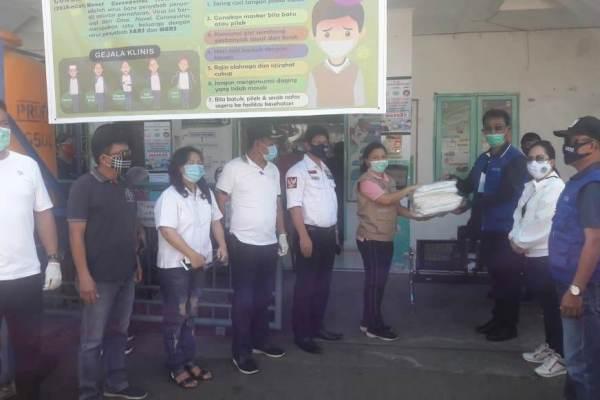 Berikan Edukasi, FKDM Bagikan Masker dan Lakukan Penyemprotan ke Masyarakat