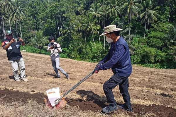 Walikota GSVL Galakan Ba Kobong di Pencanangan Penanaman Jagung P/KB Sinode GMIM