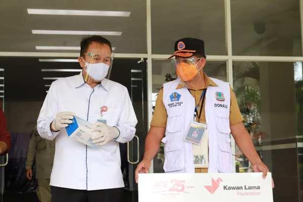 Wakili Walikota, Sekda Kota Manado Terima Bantuan 3000 Masker dan 50 Liter Hand Sanitizier dari ACE Indonesia