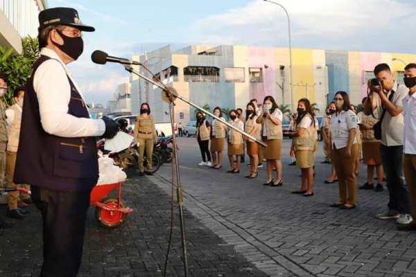 Serahkan Bansos ke THL Pemkot Manado,Walikota GSVL : THL Jadi Contoh Bagi Keluarga Disiplin Jalankan Protokol Kesehatan