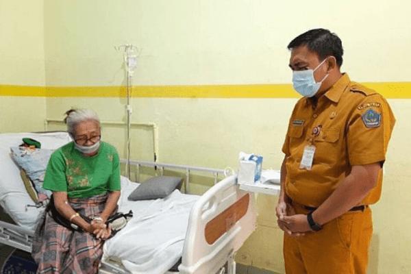 Gubernur Olly Utus Karo Clay Semangati dan Doakan Oma Zus untuk Sembuh