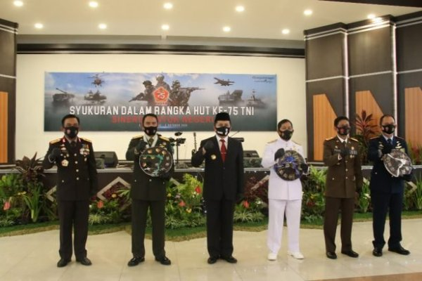 Dipimpin Presiden Jokowi, Pjs Gubernur Fatoni Bersama Forkopimda Ikuti Upacara Virtual HUT Ke-75 TNI