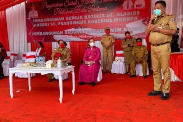 Gubernur Olly Letakan Batu Pertama Pembangunan Pastori GMIM Agape dan Gereja Katolik St. Blasius Kalasey, Ini Pesannya
