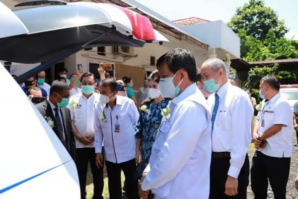 Walikota Serahkan Bantuan Ambulance ke Rumah Sakit Advent Manado