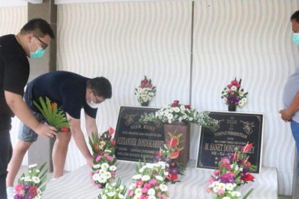 Jelang Pergantian Tahun, Gubernur Olly Ziarah ke Makam Keluarga