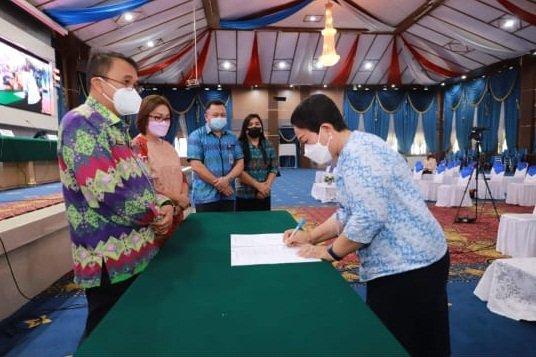 Sekda Kota Manado Micler CS Lakat Buka Kegiatan Konsultasi Publik Penyusunan KLHS RPJMD