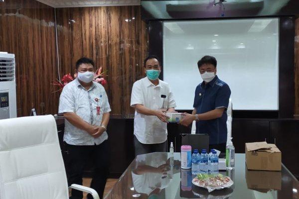 Putuskan Mata Rantai Covid19, KAGAMA dan BARMAS Serahkan Bantuan Masker dan Hand Sanitizer Buat Jurnalis Pemkot