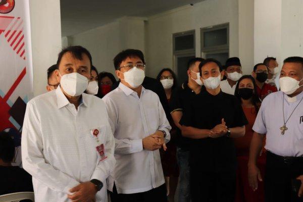 Vaksinasi di Youth Centre Kawasan Mega Mas Manado, Walikota Angouw: Jaga Kerukunan, Tangkal Isu Hoaks