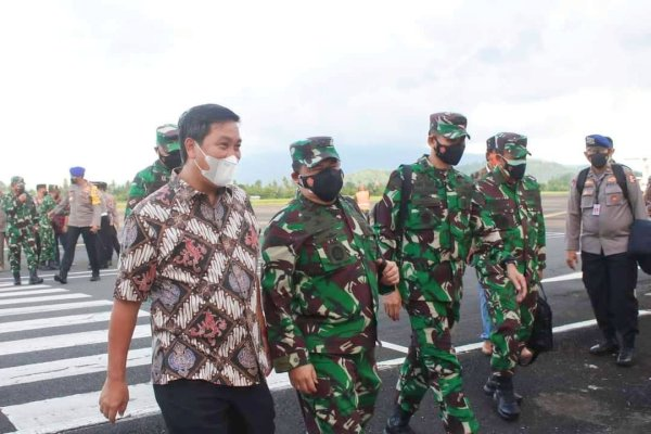 Wagub Kandouw Jemput Panglima TNI Hadi Tjahjanto, Kedatangan Terkait Pemantauan Vaksinasi