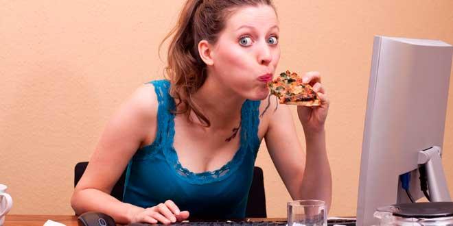 El estrés engorda igual que una hamburguesa doble con queso