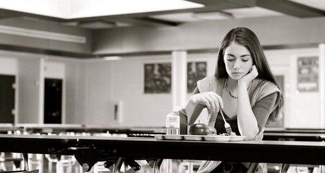 Comer en soledad afecta a tu salud y tu felicidad