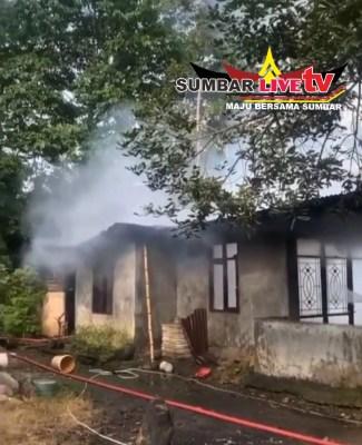 Photo rumah yang terbakar