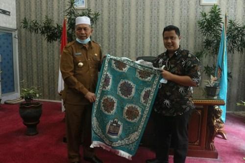 Bupati Hamsuardi Dukung Program Makmurkan Masjid Dengan Satu Juta Sajadah dan Peduli Da'i