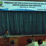 Plt. Kepala Dinas Pendapatan Pengelolaan Keuangan dan Aset Daerah (DPPKAD) Kabupaten Sumedang, Drs.H. Ramdan R. Dedy, M.Si., saat menyampaikan pemaparan.